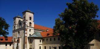 http://www.krakowskieokolice.pl/2011/08/klasztor-i-opactwo-w-tyncu/